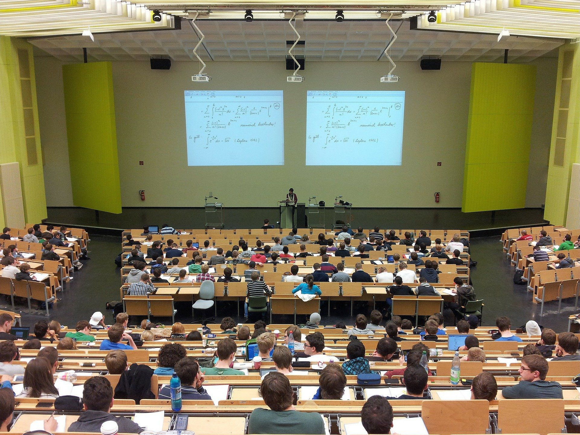 忙しい大学生必見!授業やサークルの予定調整をするコツを紹介